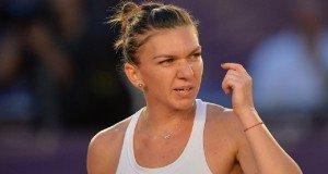Simona Halep reactioneaza in timpul meciului de tenis contra sportivei Danka Kovinic (Muntenegru) din cadrul turneului de tenis BRD Bucharest Open, disputat la Arenele BNR din Bucuresti vineri, 15 iulie 2016. ALEXANDRU DOBRE / MEDIAFAX FOTO