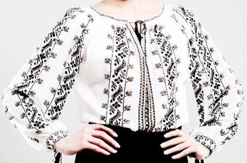 1aa1ed4e406c28 Romanians worldwide celebrate the Universal Day of the Romanian Blouse